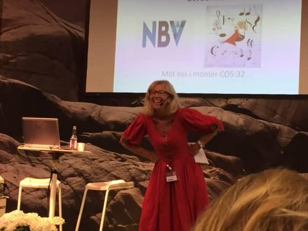 Marie i sin röda klänning på Bokmässan i Göteborg 2017